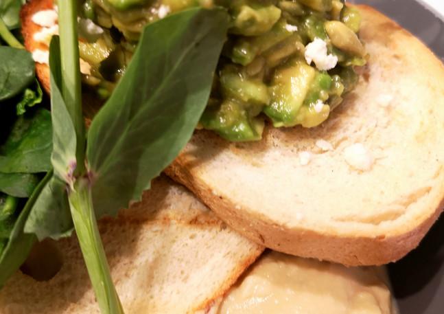 Avocado & Hummus