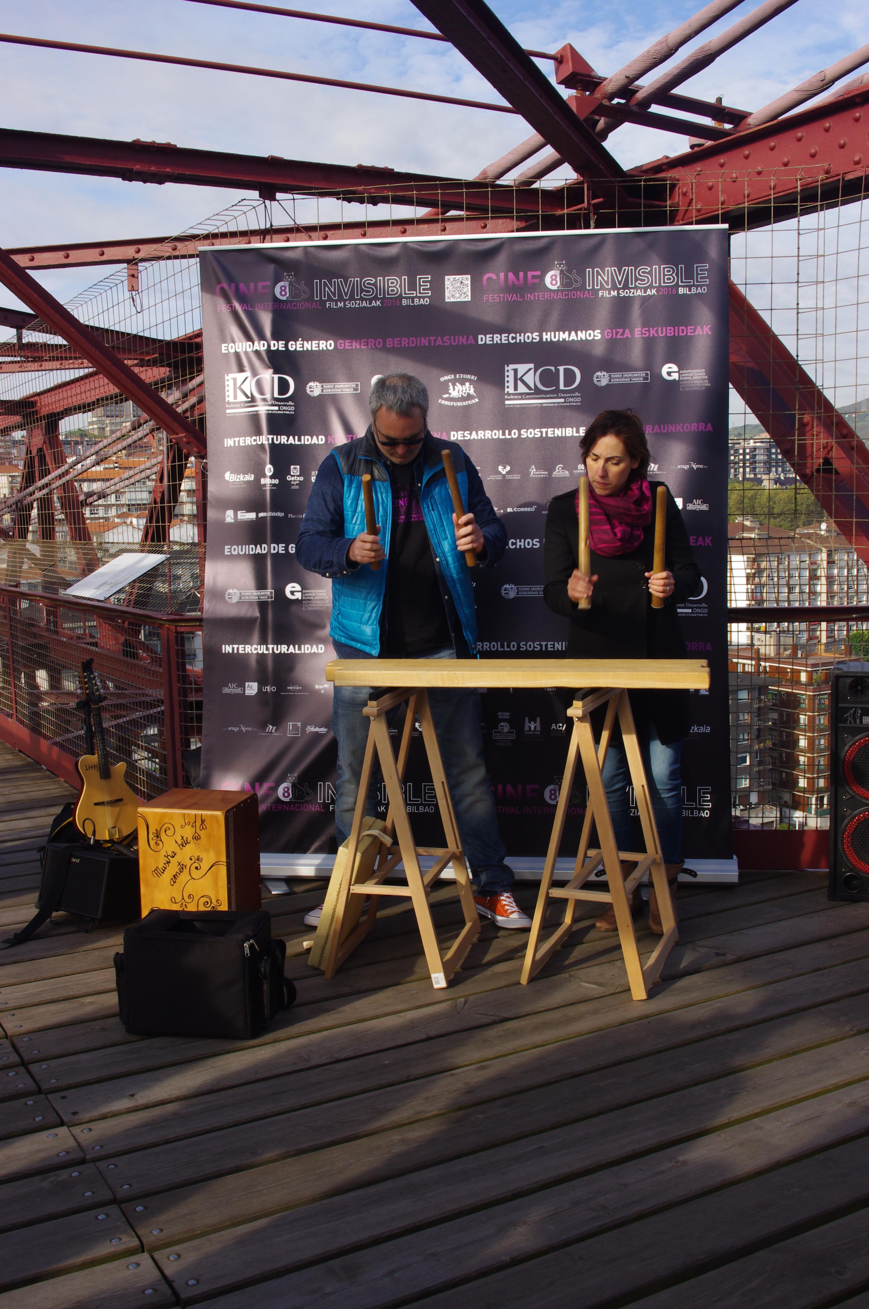 Rueda de prensa en el puente Bizkaia