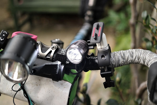 Ugoe 2000 lumen headlight lamp bicycle cycle trail road
