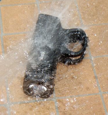 Knog blinder Arc 640 bicycle light water proof hose pipe test