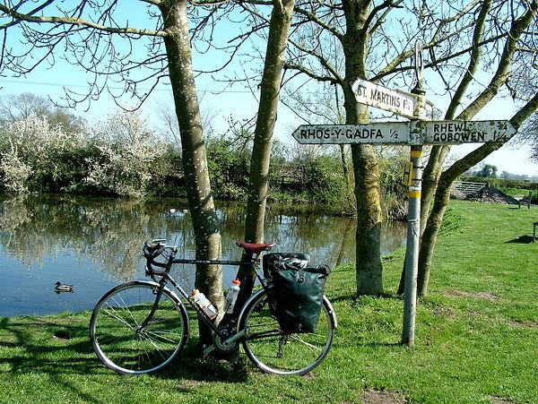 bike bicycle cycle sign post