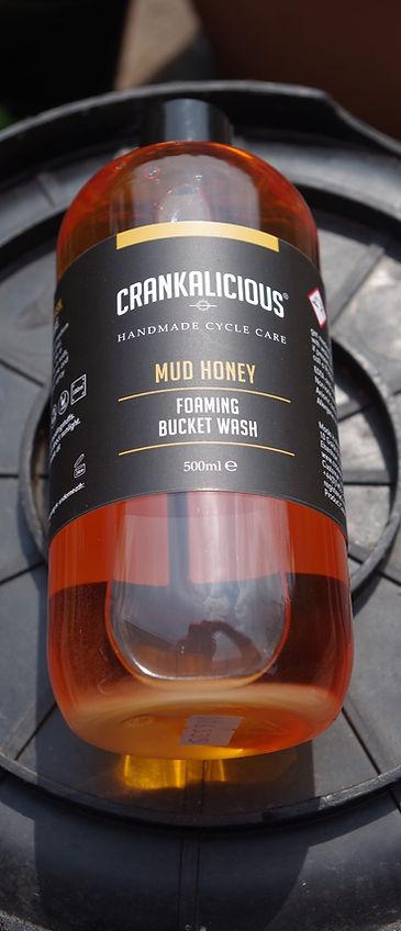 Crnakalicious mud honey foaming bucket wash