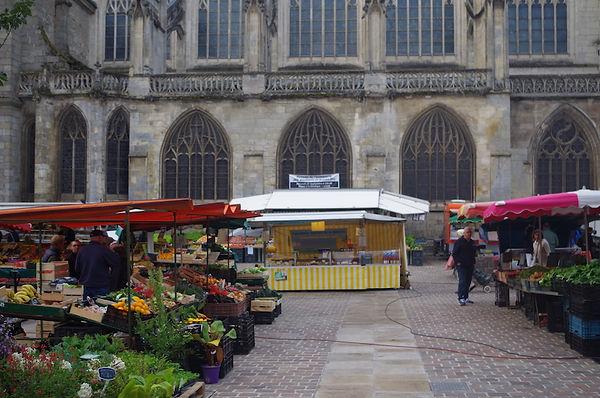 market stalls fruit veg cathedral