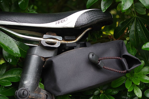 VEL waterproof wedge seat post pack saddle bag tool test review