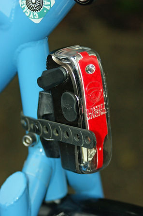 Easily removable rear bicycle light