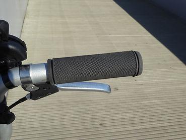 P1160647.JPGbrompton B75 lever brake grips bar