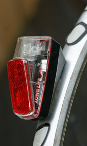 Rear cycle light fixed to mudguard fender
