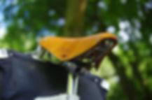 Bobbin gents leather bicycle saddle and carradice nelson longflap saddlebag