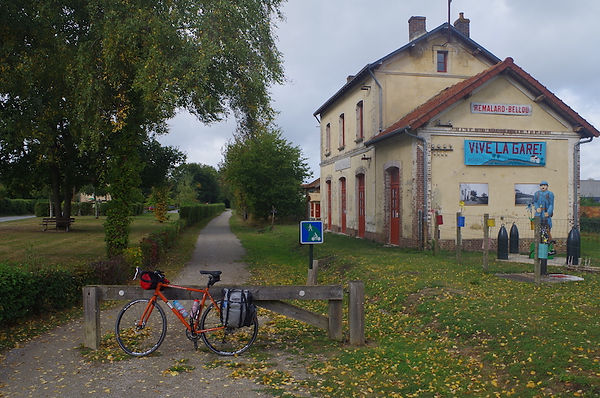 bicycle cycle bike track railvoie verte gare station