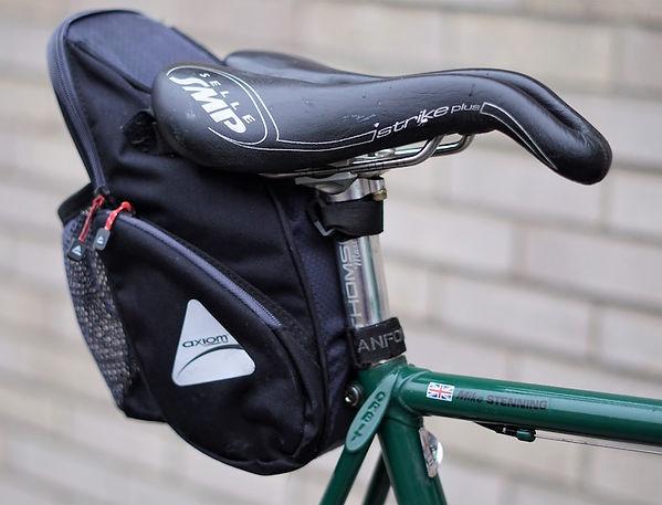 bike cycle bicycle rad velo saddle seat post pack