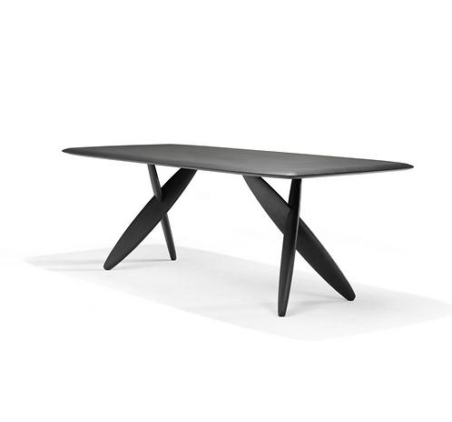 Linteloo Ishi dining table