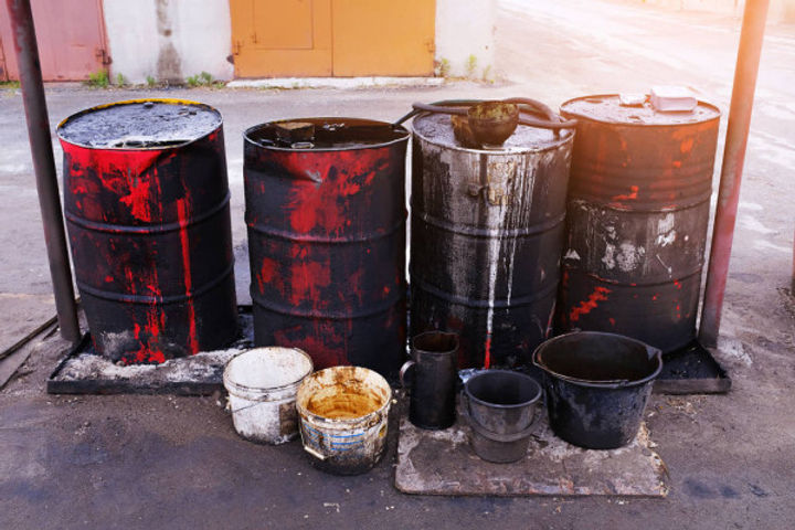 depositphotos_273270874-stock-photo-dirty-used-colorful-oil-drums.jpg