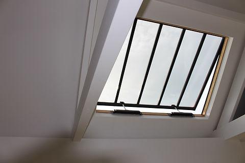 Rooflight with rain sensor