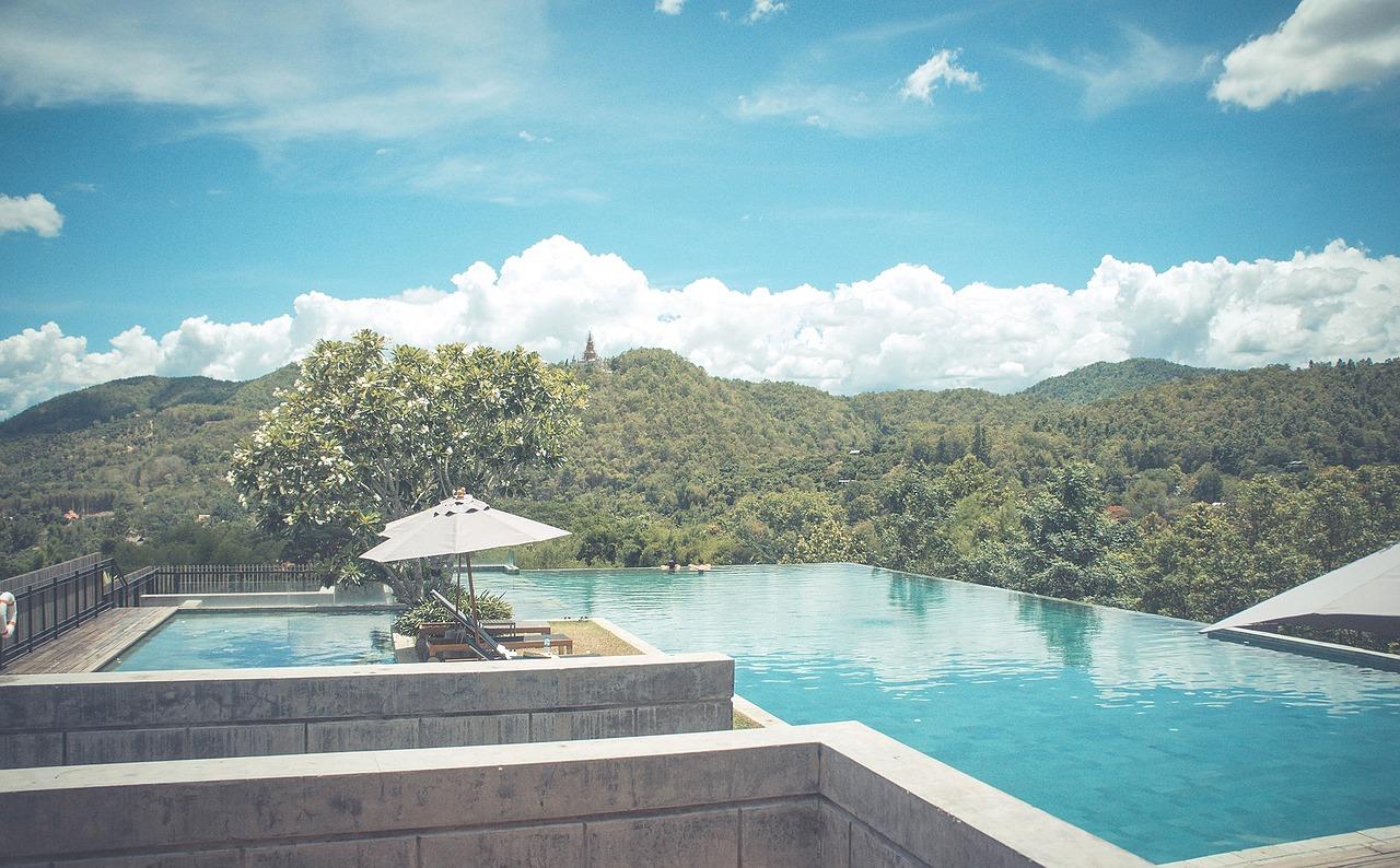 swimming-pool-828722_1280