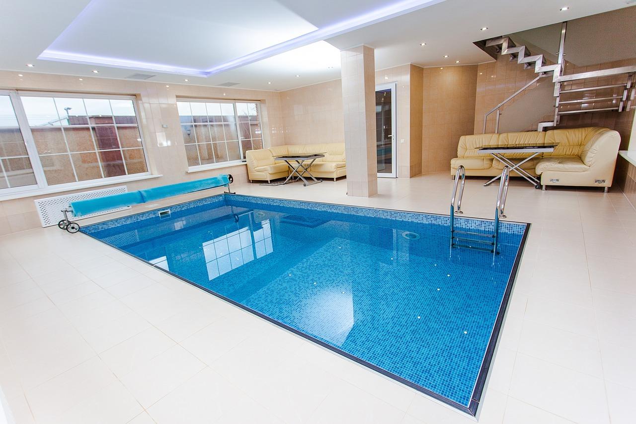 pool-1318071_1280