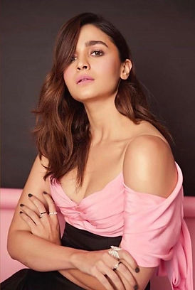 Bollywood Superstar Actor Alia Bhatt is wearing multiple Rings from Arundhati De-Sheth's Capsule Line for the Filmfare Style and Glamour Awards, 2019. Each piece is set in 18k gold, with black and white enamel detailing and colourless diamond solitaires. The pieces are contemporary and extremely easy to wear daily, or for occasions. These fine jewellery pieces are available exclusively at Le Mill boutique in Mumbai.