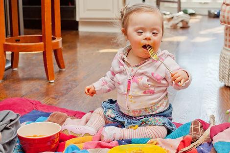 baby_girl_eating_with_fork.jpg