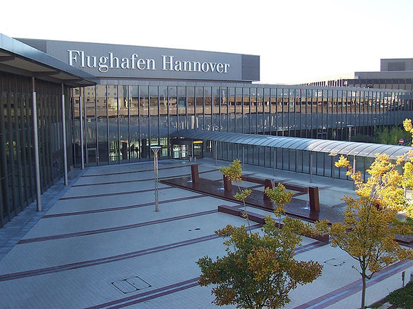1200px-Hannover_Airport_Terminal.jpg