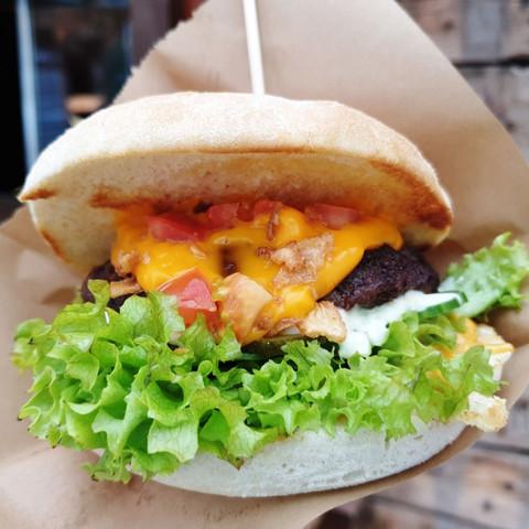 brlin_curry_-_cheese_burger_qjpg
