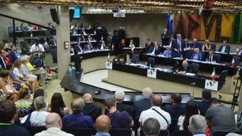 """Regione Puglia, Liviano accusa: """"Ombre sugli appalti diretti"""". L'assessore Capone: &qu"""