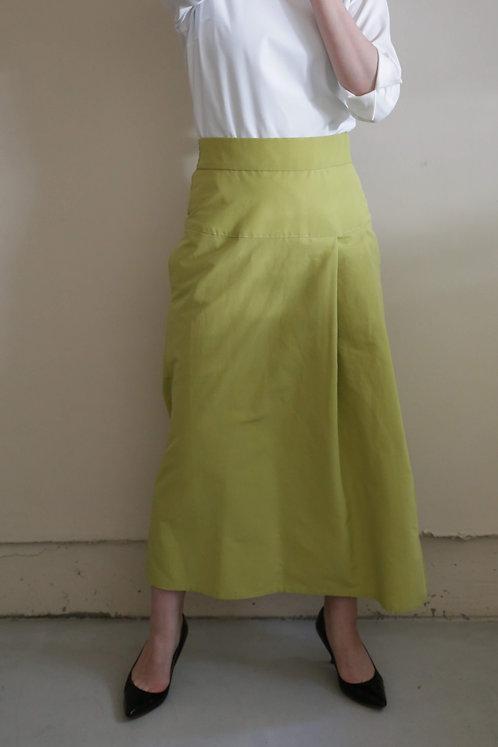 タックセミタイトスカート