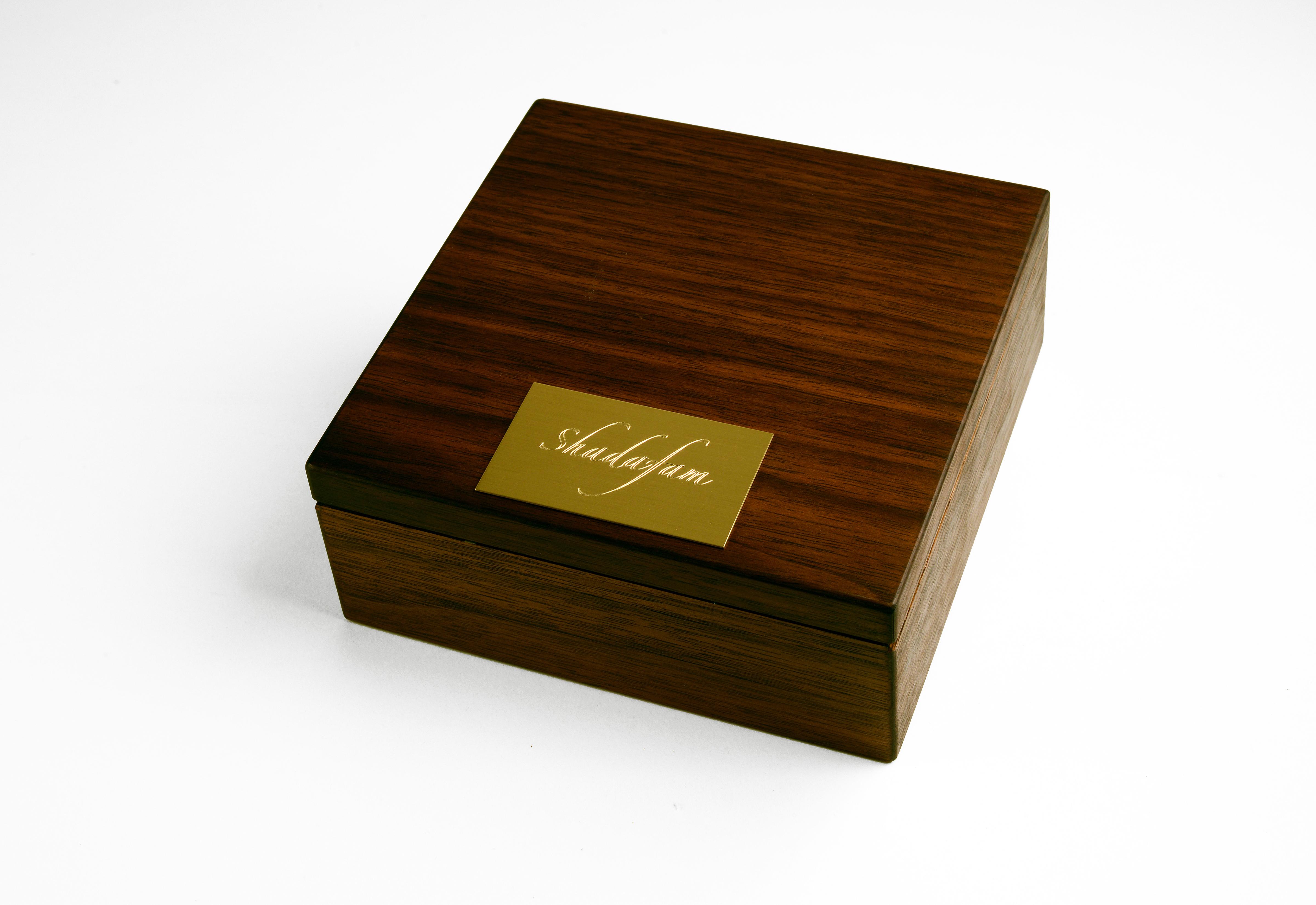 05-Mona-Shadowfam Small box- closed300-Final