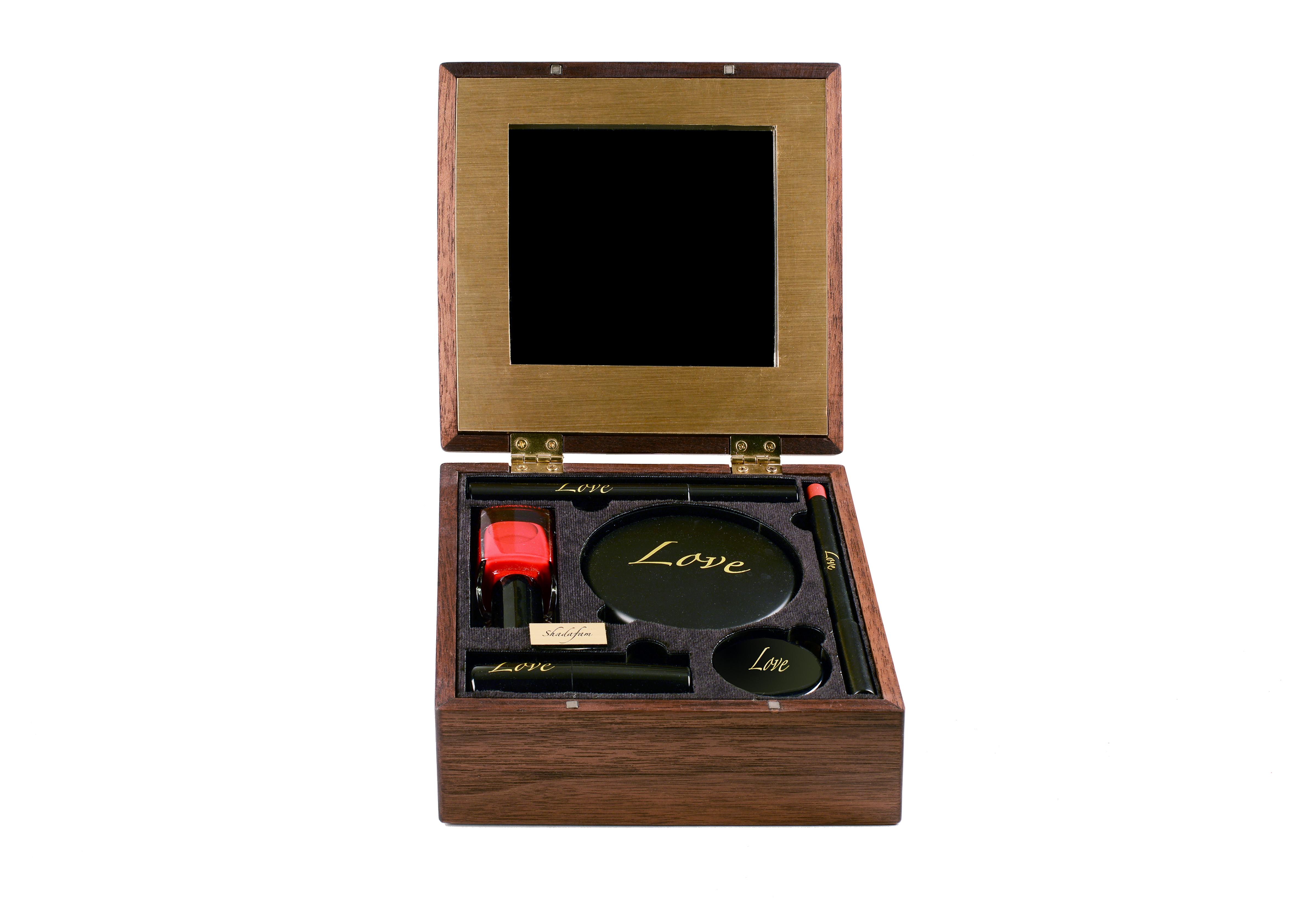 06-Mona-Shadowfam Small box- open-300-Final