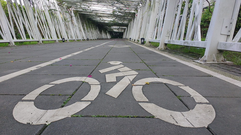 Cycling path through Taipei Expo Park