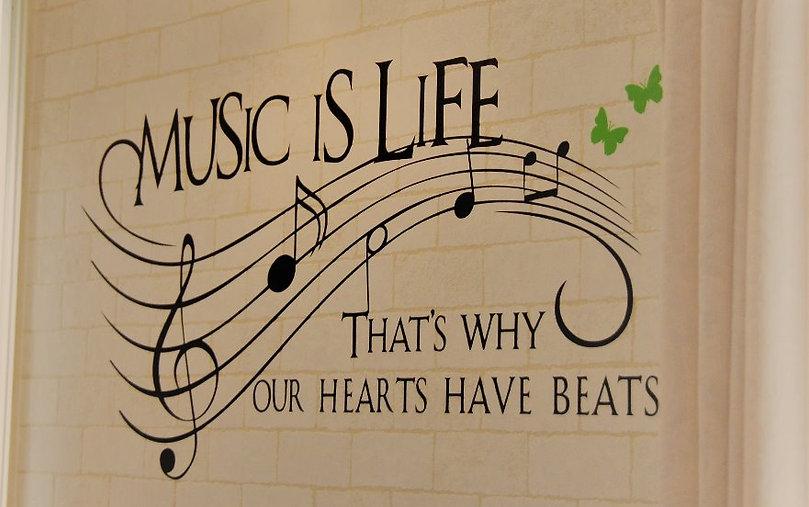 素敵な壁 Music is Life 英語