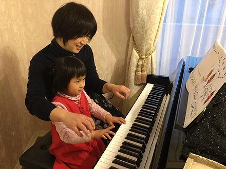 ピアノ講師 河合由佳子 女の子