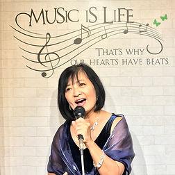 ボイトレ講師 土井やすこ 歌う女性