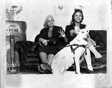 1945 seeing eye dog.jpg