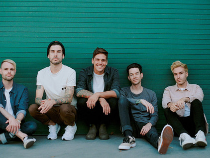 """REAL FRIENDS Drops Full Band Version of Single """"Teeth"""""""