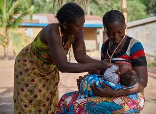 Los bebés y las madres del mundo sufren los efectos de la falta de inversión en la lactancia materna