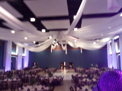 700 persons invited to this wedding.....