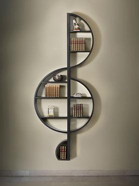 "La libreria ""La Violino"" su sfondo chiaro"