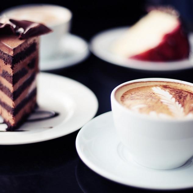 6911053-coffee-cup-piece-of-cake.jpg