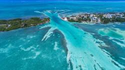 Caye_Caulker_Belize_aerial_(20688990128)