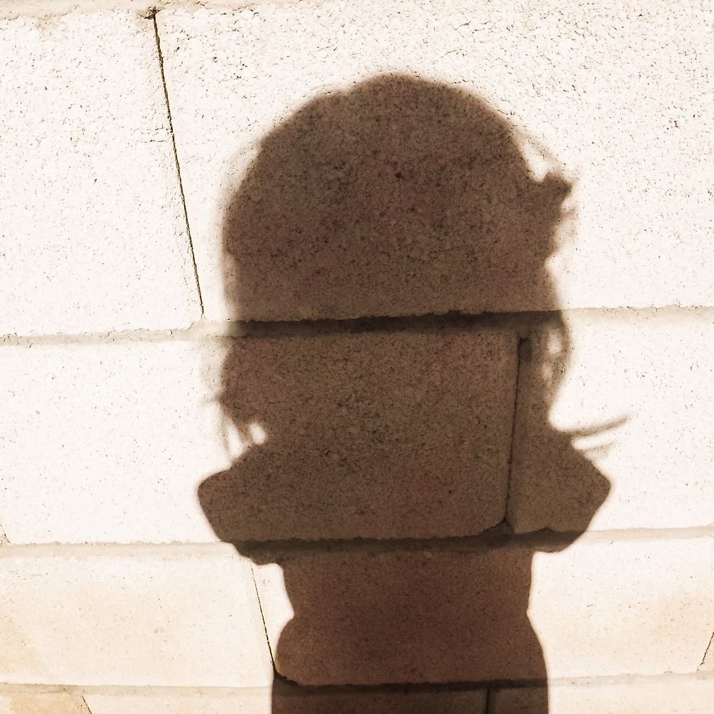 Picture of the shadow of a little girl