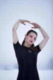 Lyne Quetin-Martinaud | Lyne photographe | Lyne arts | Portrait femme | neige | lumière naturelle | mises en scènes | modèle | poupée de cire