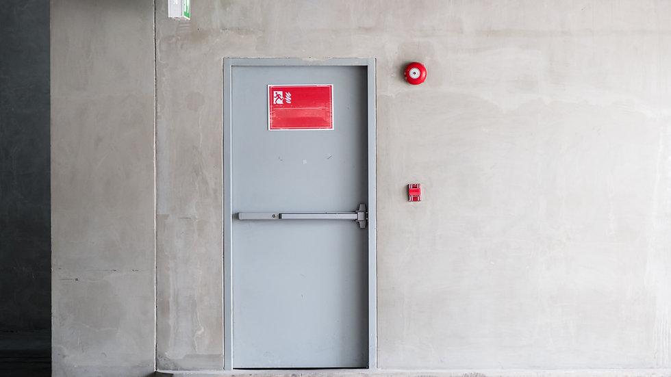 Jährliche Überprüfung von Brandschutztüren- und Tore