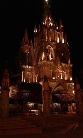 La Parroquia at night.jpg