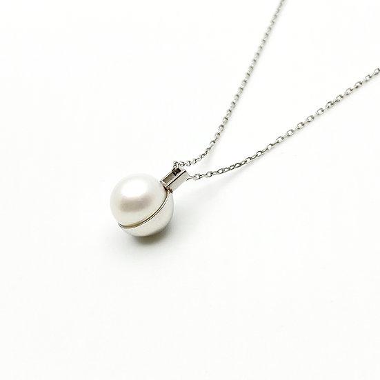 paper diamond® - Half Moon Pearl Silver Necklace / 半月正圓天然珍珠項鍊