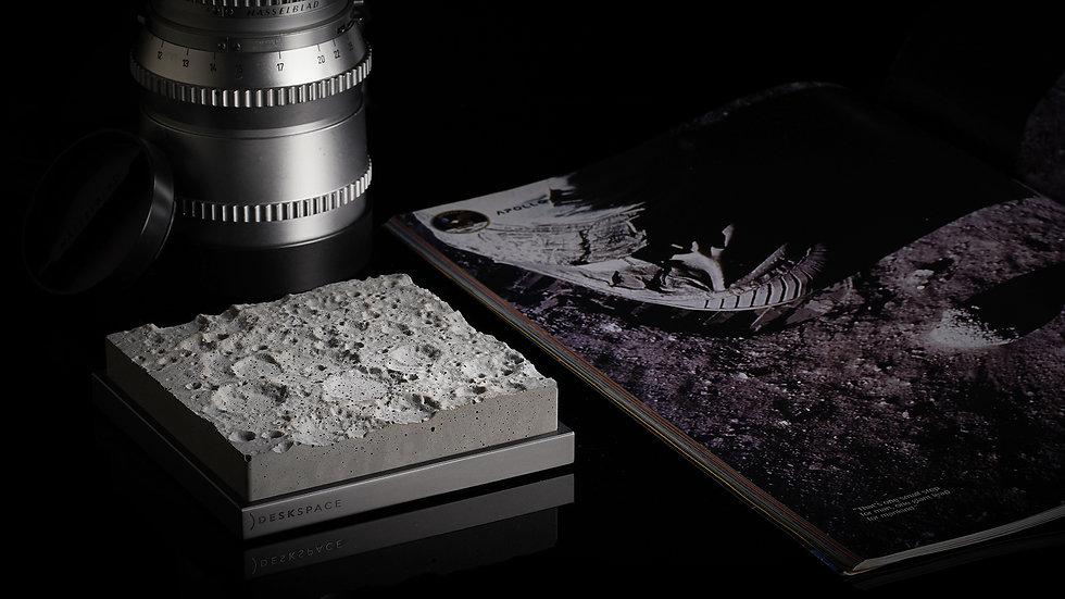 DeskSpace - Lunar Surface - Regular (Stand)