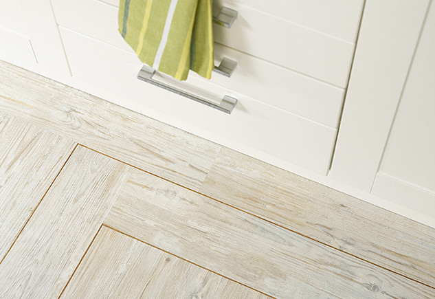 2229 White Limed Oak with Classic Oak Marquetry Strip