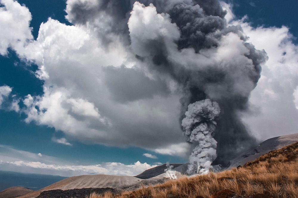火山灰、噴火のイメージ