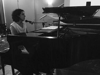 Hedya playing piano music