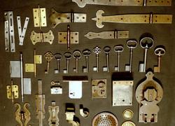 Antik-Ersatzteile und Beschläge