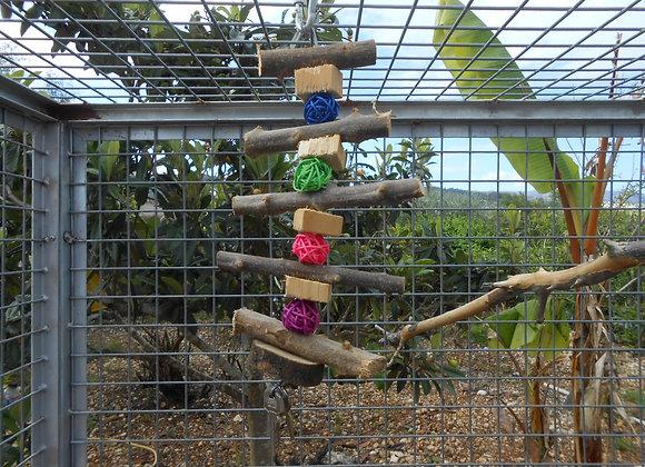 Juguete de madera natural para loros