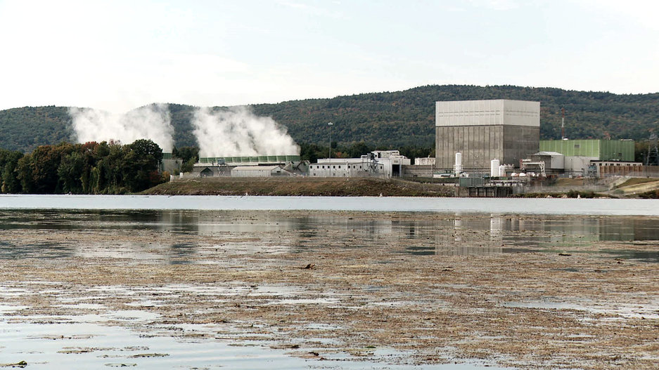 19-POWER_STRUGGLE-Vermont_Yankee-wide_sh